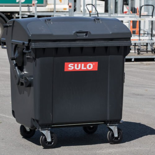 Grauer 1.100 Liter-Behälter für Restmüll mit vier Rädern und Schiebedeckel.
